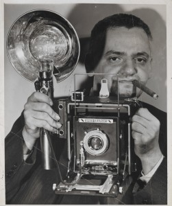 Un nota immagine di Weegee (courtesy of ICP museum New York City)
