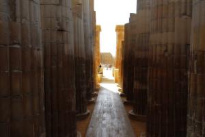 Un ottimo controllo del gap di esposizione nella sala ipostila di Saqqara. La differenza di luminosità era davvero notevole, ma l'allieva Elena è riuscita a trovare un buon compromesso (ph.: E. Reynaud, Egitto 2013)