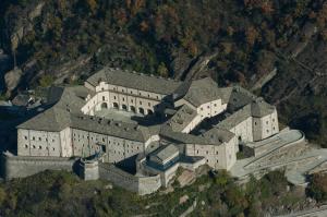 Visuale aerea del Forte di Bard (fonte: wikipedia.org)