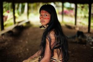 Una ragazza della popolazione amazzonica dei Kichwa, in Ecuador, in abiti da sposa (courtesy of Focus.it)